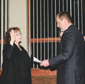 Byron Municipal Judge Nick Lewis swears in new Byron Mayor Pam Hopkinson during Tuesday night's meeting in Byron.